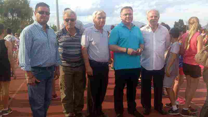 Ο Δήμαρχος Ωρωπού Θωμάς Ρούσσης, από δεξιά με τον Αντιδήμαρχο Οικονομικών Ανδρέα Γαζβινιάν και από αριστερά με τον Πρόεδρο της Κ.Ε.Δ.Ω. Στέφανο Δάβρη και τους Προέδρους των Τοπικών Νέων Παλατίων Θ. Καζαμία και Χαλκουτσίου Γιώργο Λιθαδιώτη
